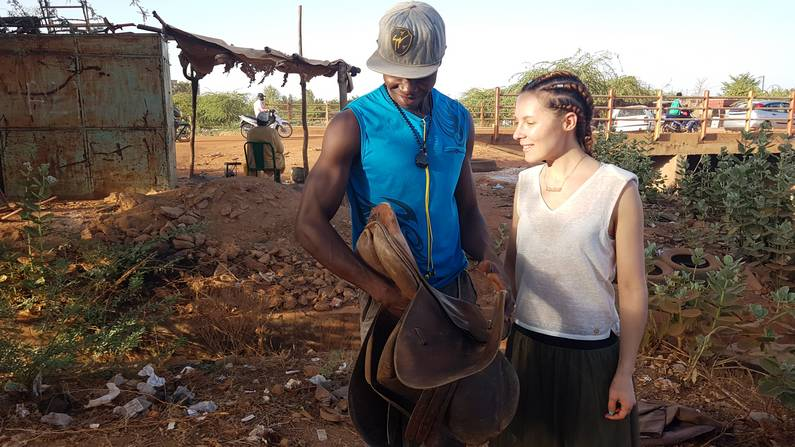 Cadeau d'une selle au Burkina Faso | Jupette & Salopette