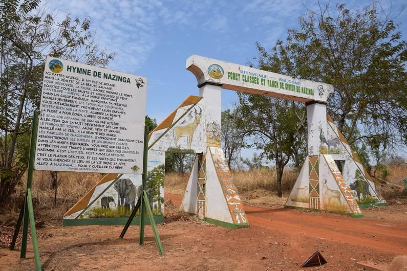 Entrée du Ranch de Nazinga au Burkina Faso | Jupette & Salopette
