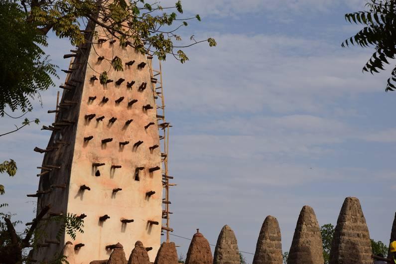 Grande mosquée à Banfora au Burkina Faso | Jupette & Salopette