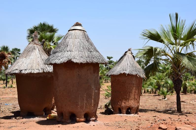 Greniers à céréales au Burkina Faso | Jupette & Salopette