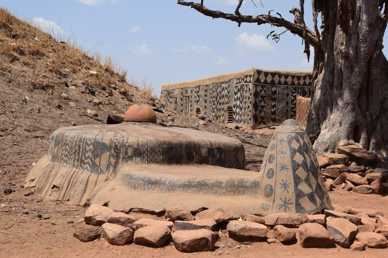Tiébélé au Burkina Faso | Jupette & Salopette