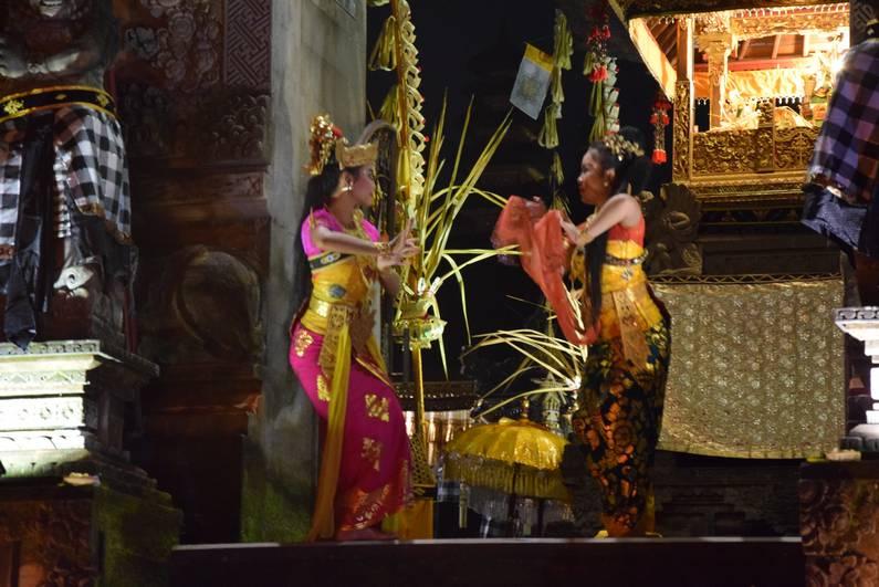 Danse Kecak à Ubud - Bali | Jupette & Salopette