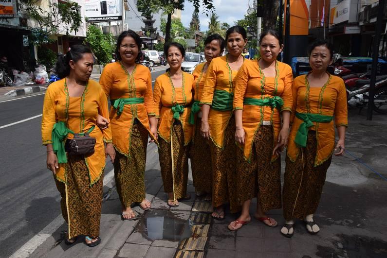 Bemo à Bali | Jupette & Salopette