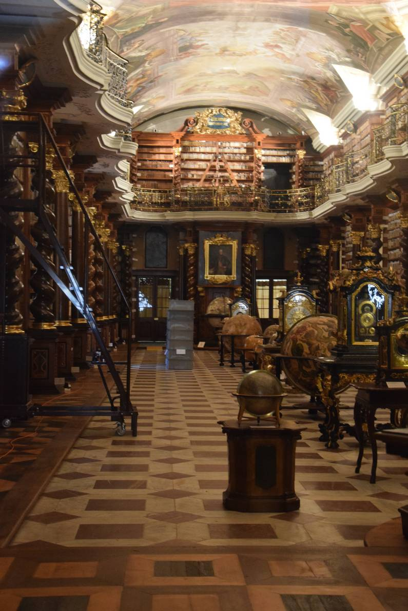 La bibliothèque baroque de Prague