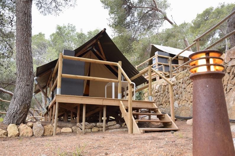Tente forêt au camping Torre de la Mora | Jupette & Salopette