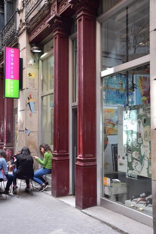 Galerie d'art Artevista - Barcelone | Jupette & Salopette