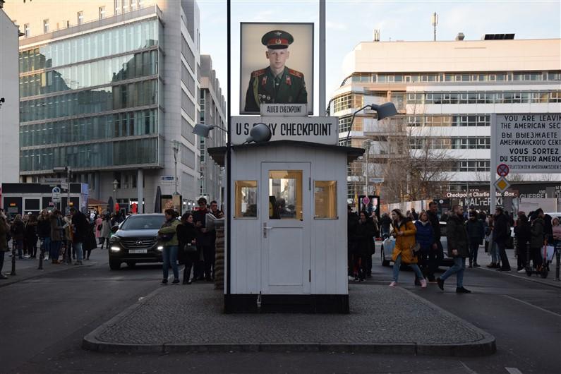 Checkpoint Charlie | Jupette & Salopette