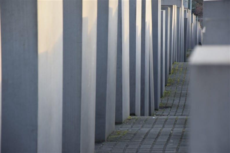 Mémorial de l'holocauste | Jupette & Salopette