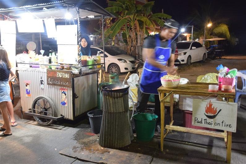 Marché de nuit Ban Saladan | Jupette & Salopette