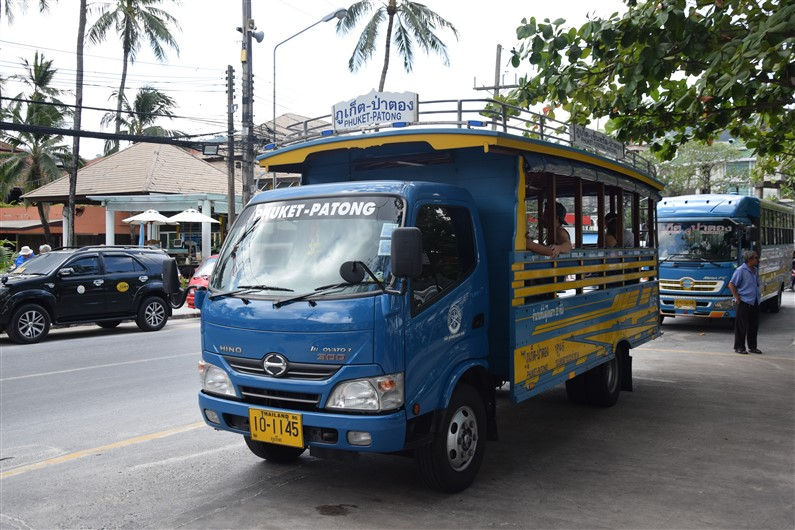 Bus local entre Patong et Phuket | Jupette & Salopette
