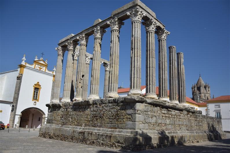 Le temple romain Evora Portugal | Jupette & Salopette