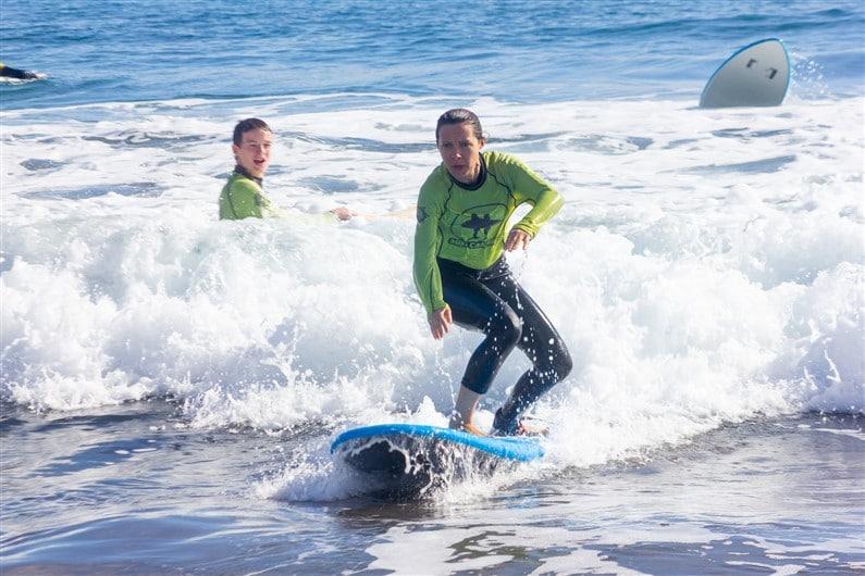 Cours de surf avec Surf Canaries Gran Canaria | Jupette & Salopette